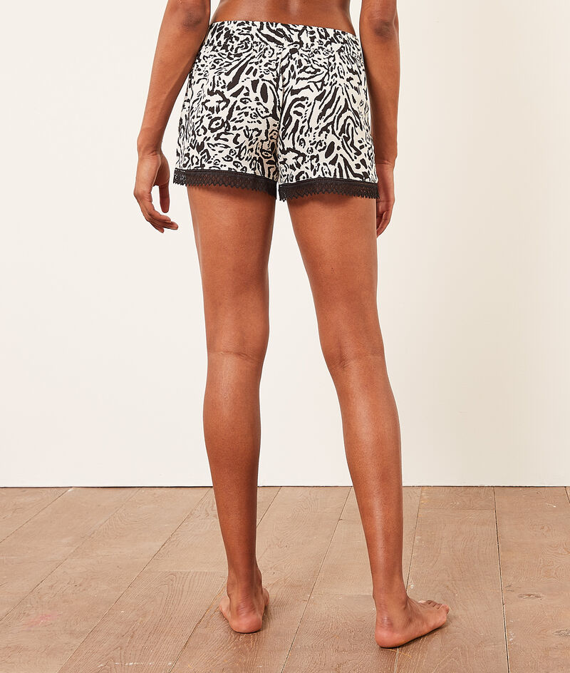 Pantalón corto estampado leopardo;${refinementColor}