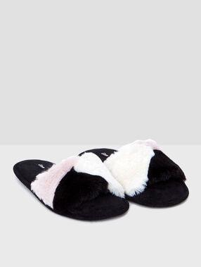 Zapatillas tipo chancla forradas negro.