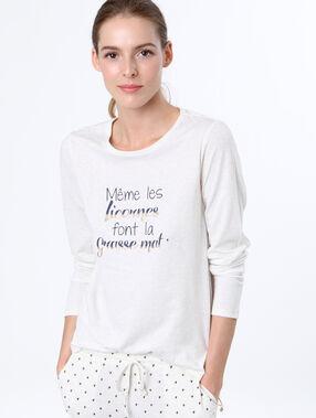 Camiseta manga larga mensaje blanco.