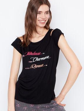 Camiseta con mensaje negro.