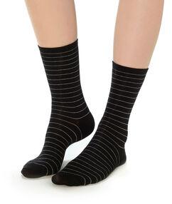 Calcetines estampado a rayas negro.