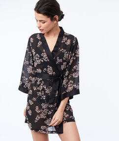 Bata tipo kimono estampado floral negro.