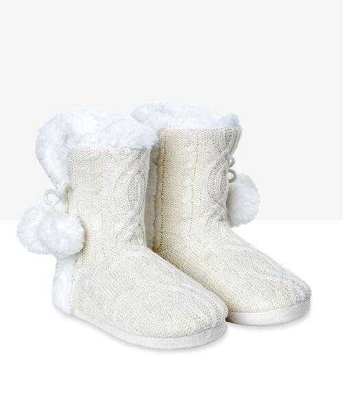 Zapatillas tipo botines con pompones