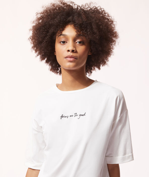 Camiseta 'focus on the good';${refinementColor}