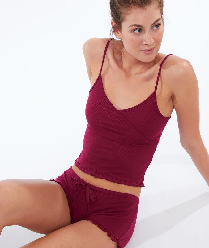 Pantalón corto suave relieve burdeos.