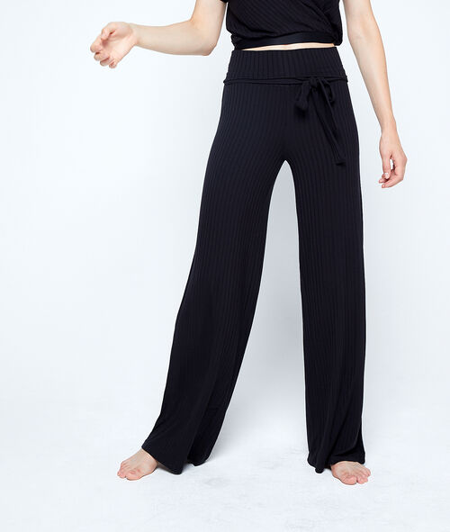Pantalón de canalé anudado en la cintura
