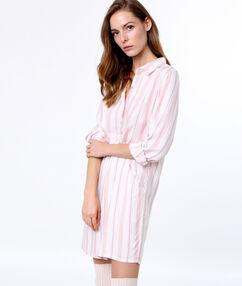 Camisón tipo camisa estampado a cuadros rosa.