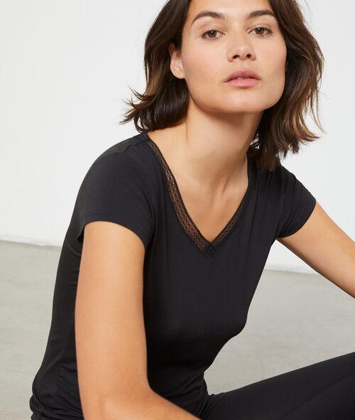 Camiseta escote en V de viscosa, motivos encaje