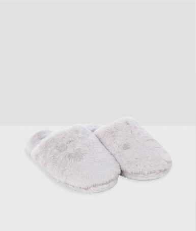 Zapatillas destalonadas con forro crudo.