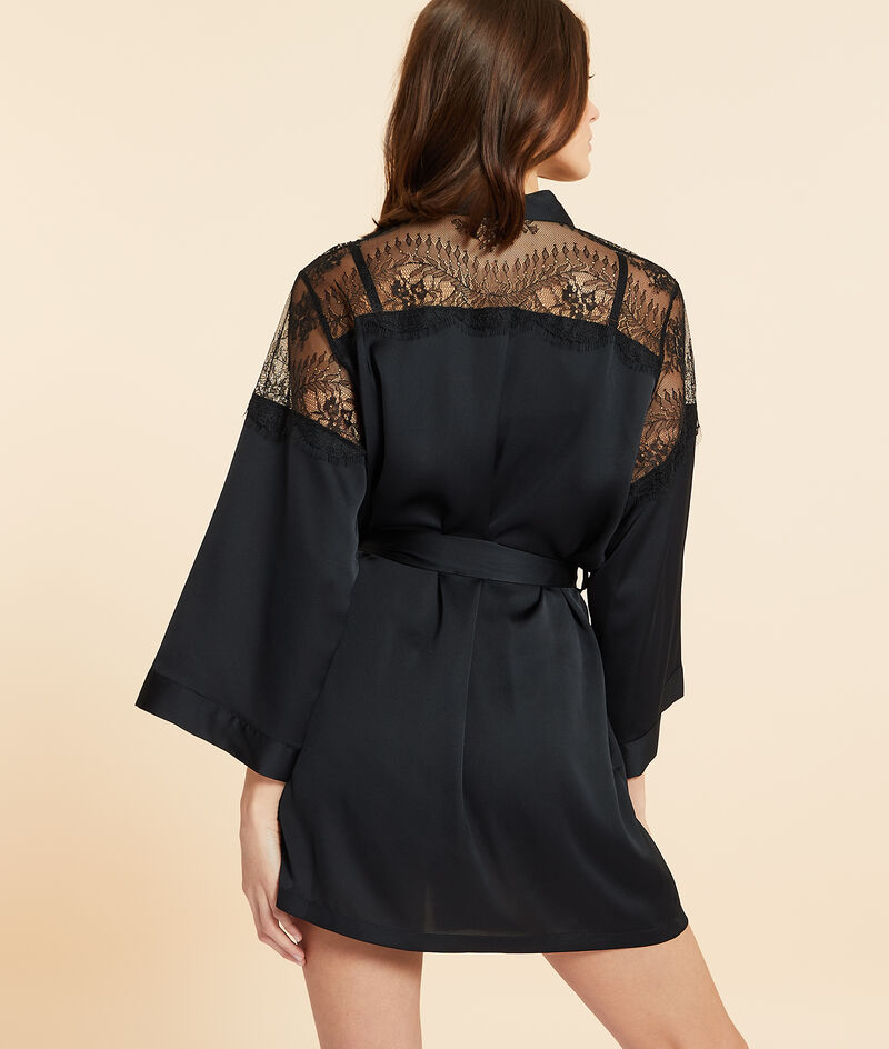 Kimono de satén con motivos de encaje;${refinementColor}