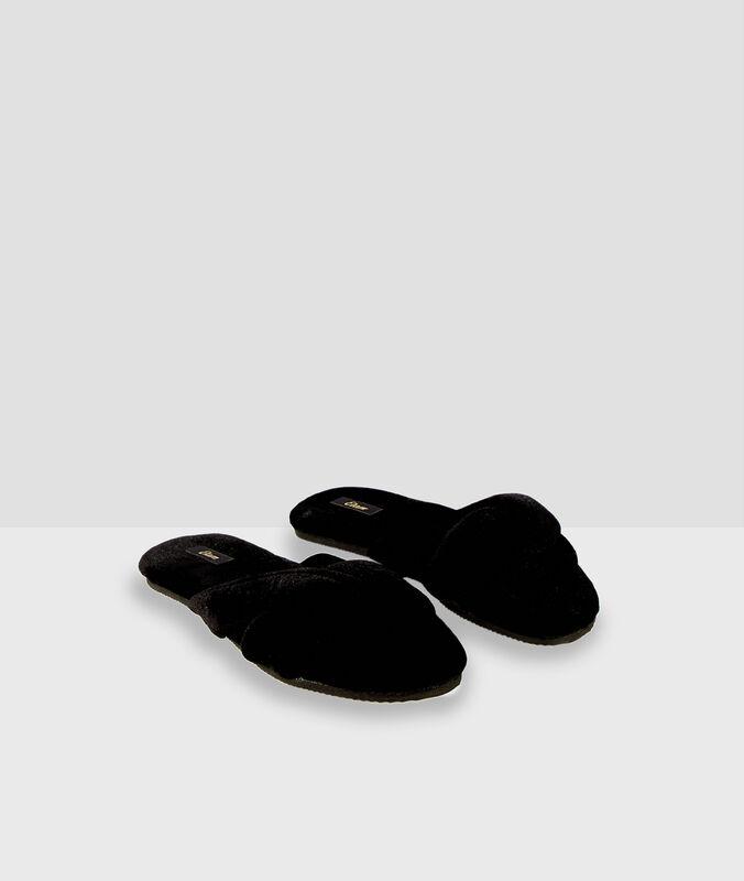Zapatillas destalonadas de algodón negro.