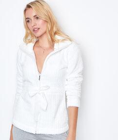 Chaqueta tejido peluche blanco.