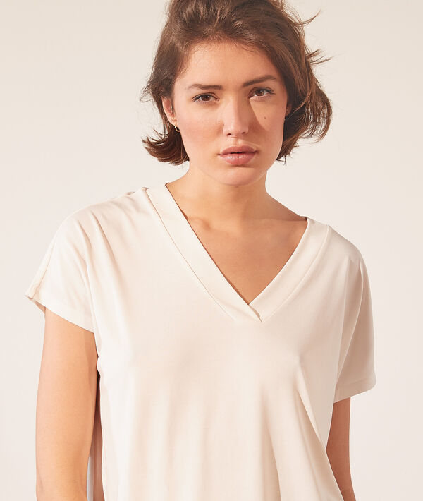 Camiseta manga corta, escote en V;${refinementColor}