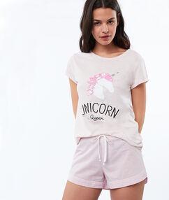 Pantalón corto rosa.