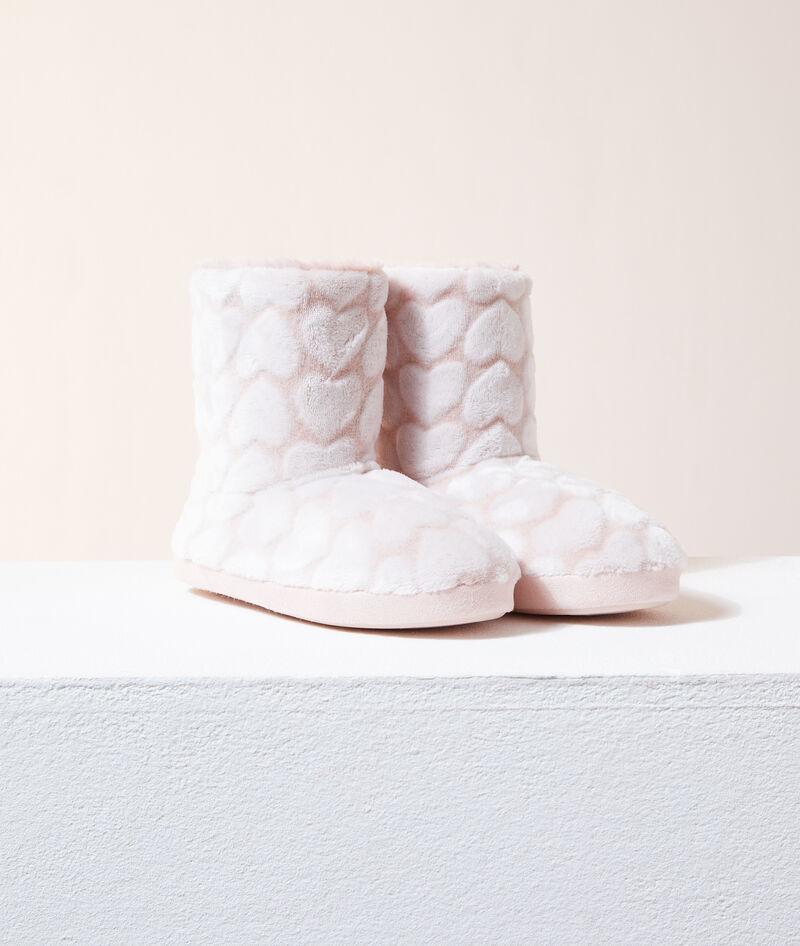 Zapatillas tipo botines estampado corazones