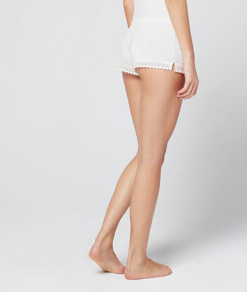 Pantalón corto modal y encaje