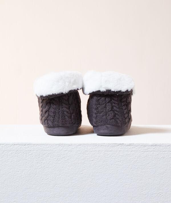 Zapatillas tipo botines con forro interior;${refinementColor}