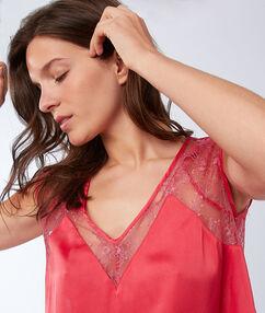Camiseta satén y encaje rosa.