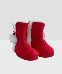 Zapatillas tipo botines forradas rojo.