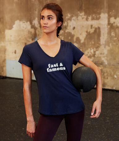 Camiseta mensaje estampado azul marino.