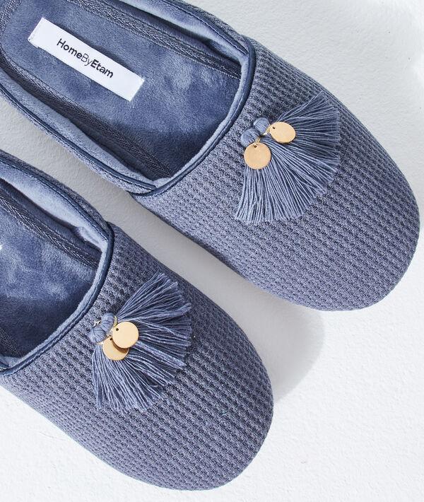 Zapatillas con pompones decorativos;${refinementColor}
