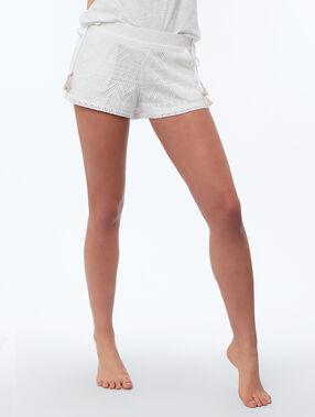 Pantalón corto tejido troquelado blanco.