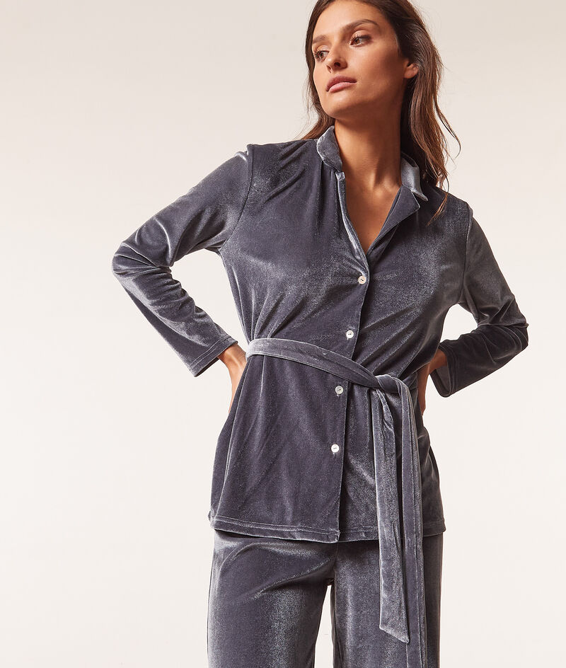Camisa pijama terciopelo con cinturón ;${refinementColor}