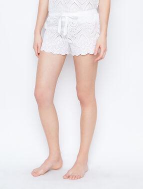 Pantalón corto motivos bordados blanco.