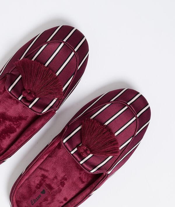 Zapatillas satinadas con pompones