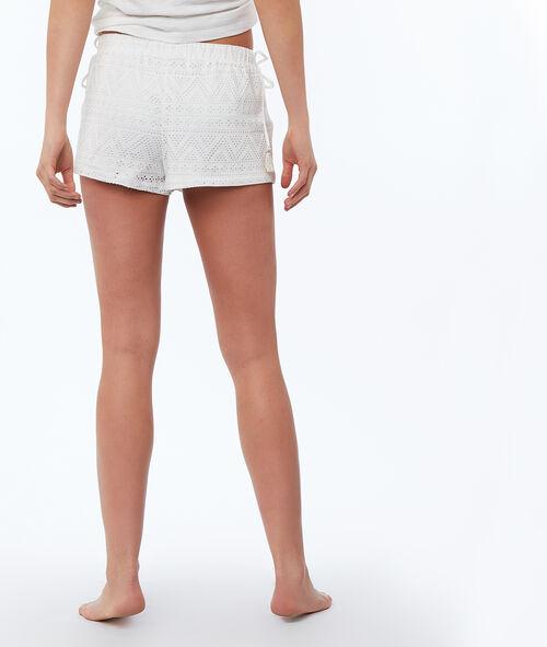 Pantalón corto tejido troquelado
