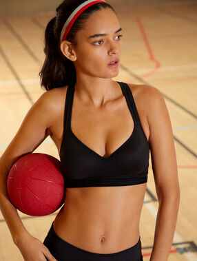 Top deportivo efecto push up. copa b-c negro.