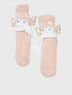 Calcetines tricotados con forro rosa.