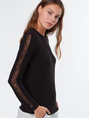 Camiseta manga larga motivos encaje negro.
