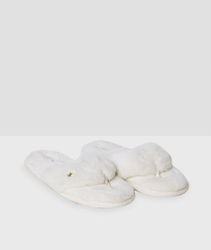 Zapatillas tejido peluche blanco.