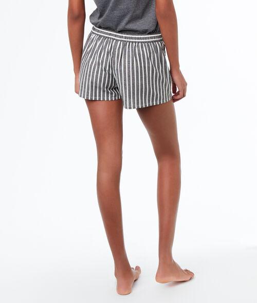 Pantalón corto estampado a rayas