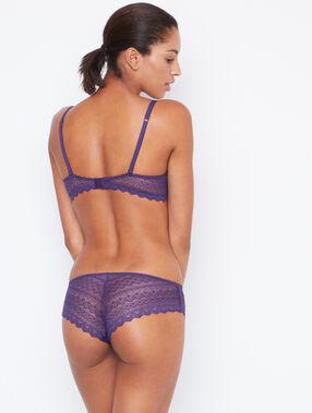 Culote de encaje violeta.