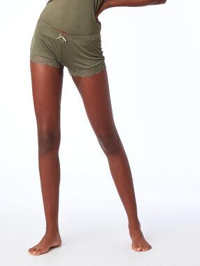 Pantalón corto viscosa motivos de encaje caqui.