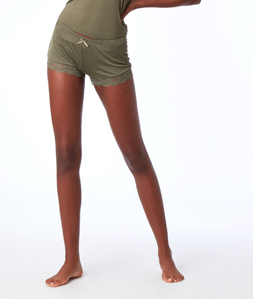 Pantalón corto viscosa motivos de encaje
