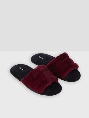 Zapatillas tipo chancla tejido peluche burdeos.