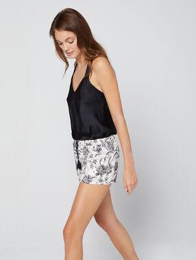 Pantalón corto de satén estampado floral crudo.