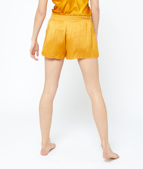 Pantalón corto de satén plisado;${refinementColor}