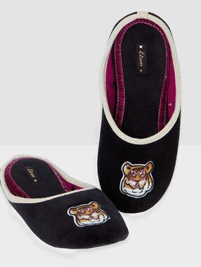 Zapatillas tigre bordado negro.