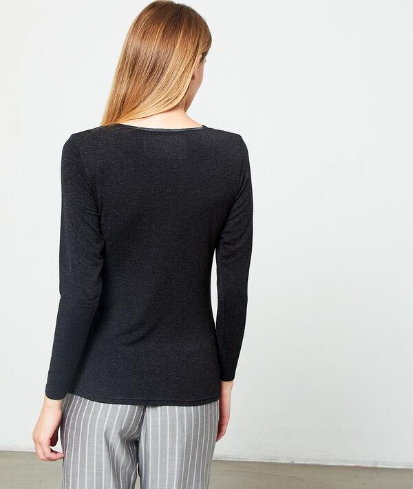 Camiseta escote en V de viscosa, motivos satinados