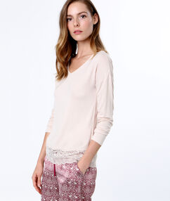 Camiseta manga larga motivos encaje rosa.