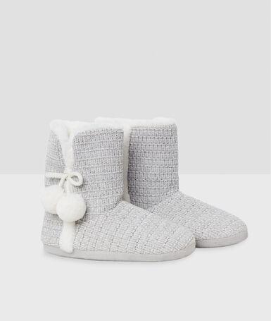 Zapatillas tipo botines con pompones c.gris.
