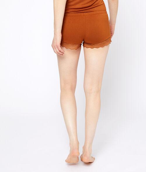 Pantalón corto de viscosa y encaje