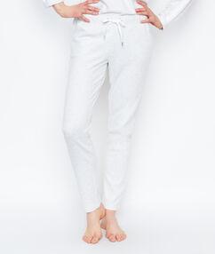 Pantalón estampado tipo jogging crudo.