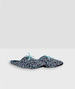 Zapatillas estampadas azul.