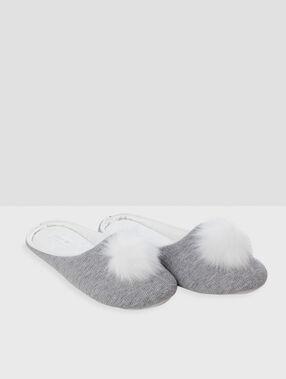 Zapatillas con pompones decorativos c.gris.