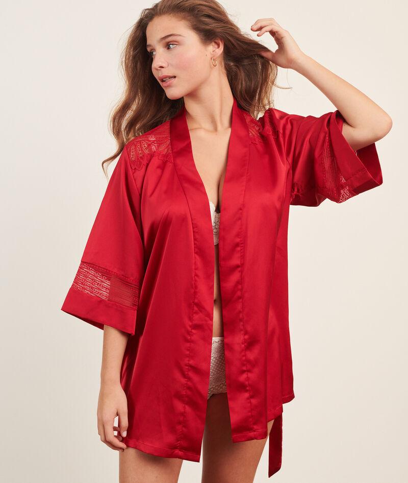 Kimono de satén con motivos de encaje
